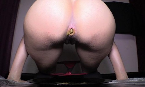 Pooping Lady Mistress Diana 010