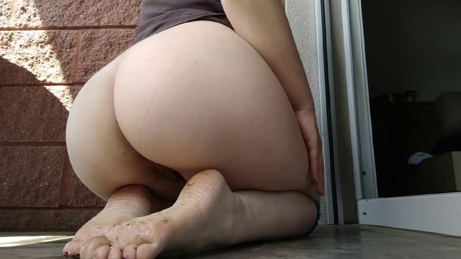 pissing on feet in doggy on balcony: relax after work hd ravenfetish